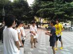 早大生と地域による早稲田の街の清掃活動