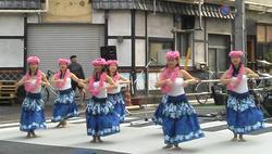 早稲田大学女子大生「ワセジョ」のハワイアンダンス